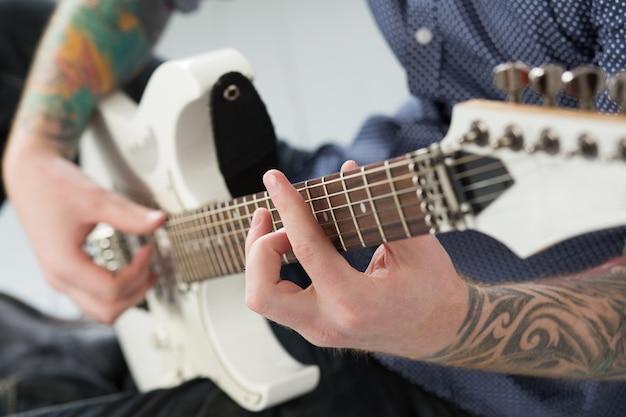 Homem violão