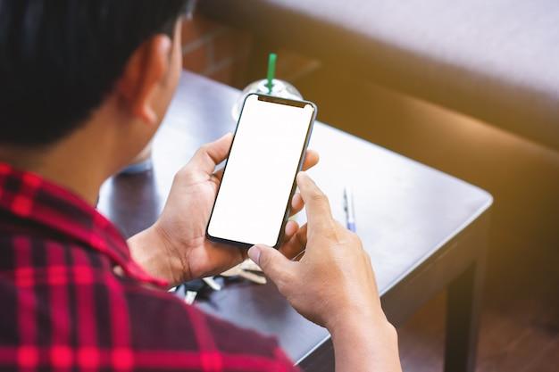 Homens, desgastar, vermelho, camisas listradas, usando, telefones móveis, em, lojas café