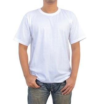 Homens em t-shirt branca