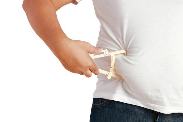 Homens gordos asiáticos usam uma ferramenta para detectar uma grande quantidade de gordura abdominal