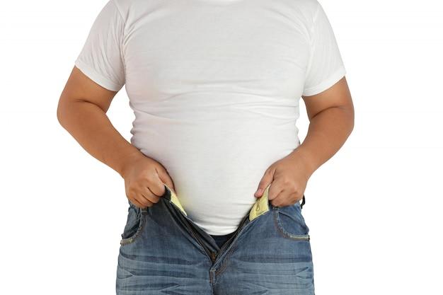 Homens gordos, os asiáticos não podem usar jeans por causa de suas calças pequenas.