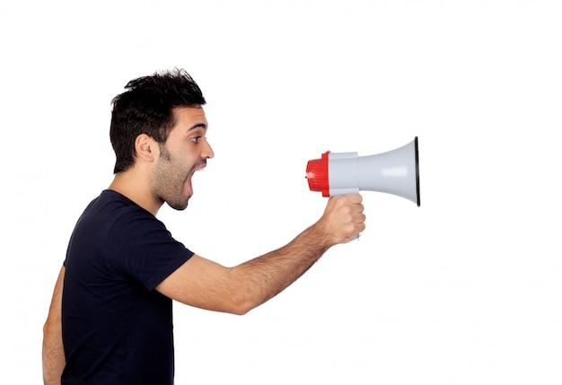 Homens jovens em preto com um megafone proclamando algo isolado no fundo branco