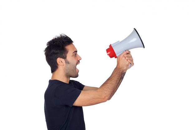 Homens jovens em preto com um megafone proclamando algo isolado