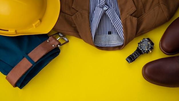 Homens moda conjunto de roupas e acessórios, copyspace amarelo
