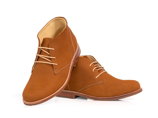 Homens moda couro marrom botas isoladas em branco.