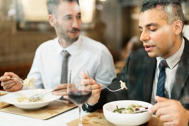 Homens negócio, tendo, almoço, restaurante, conceito