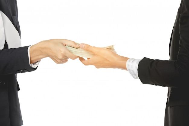 Homens negócios, fazendo, aperto mão dinheiro homens negócios, com, dinheiro mãos