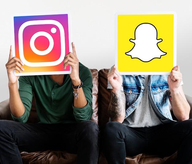 Homens, segurando, social, mídia, ícones