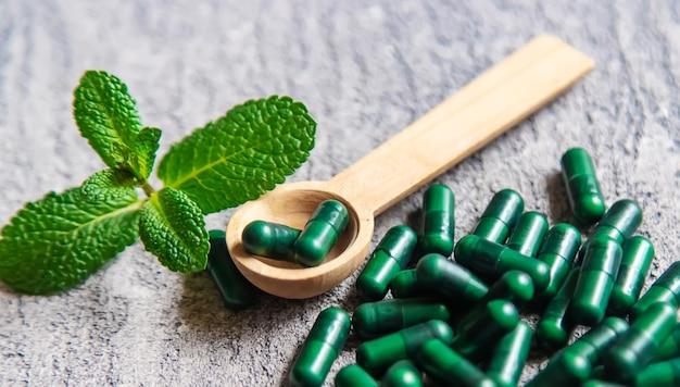 Homeopatia ervas.sedativos herbais. foco seletivo. texturas de objetos médicos