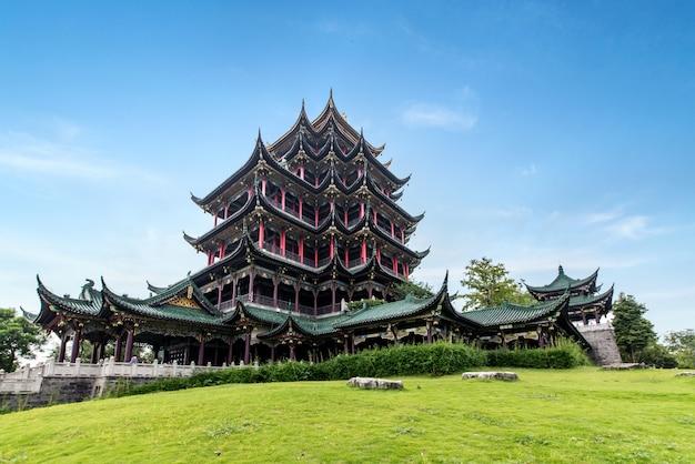 Hong en temple, sótão clássico chinês na grama