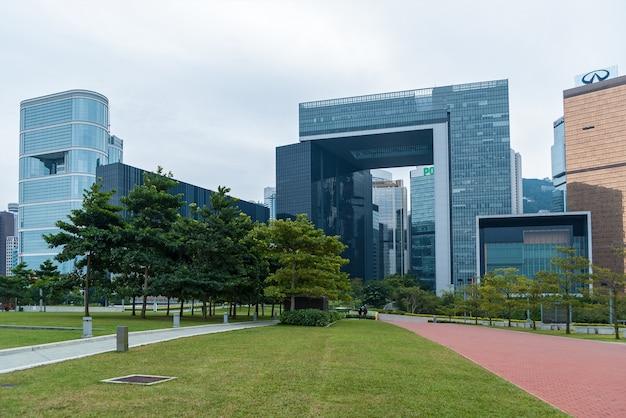 Hong kong 29 de janeiro de 2016: complexo do governo central de hong kong em tamar, que abriga o governo da sede e o conselho legislativo da hksar.