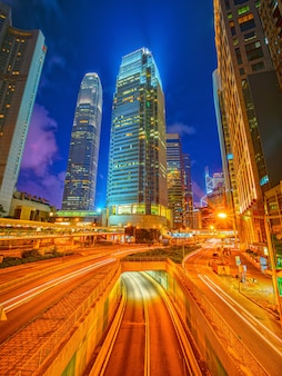 Hong kong, china - 27 de outubro de 2019: um edifício do centro financeiro internacional com hdr