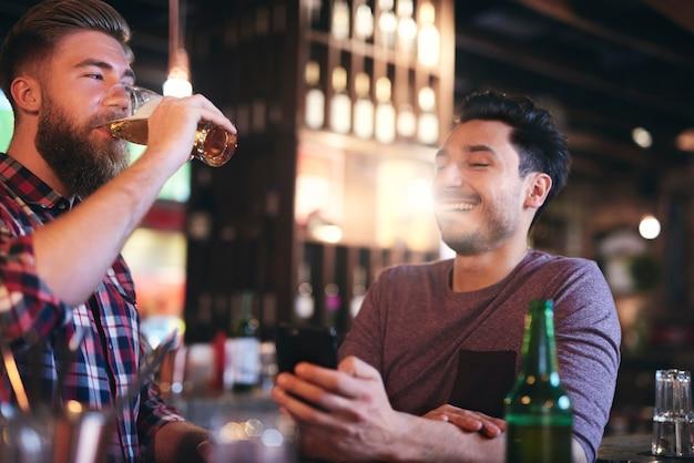 Hora de cerveja com o melhor amigo