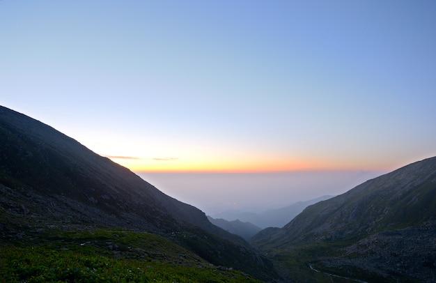 Hora do amanhecer nos alpes