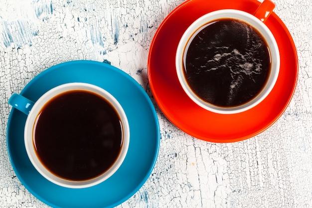 Hora do café. composição colorida brilhante de xícaras de café