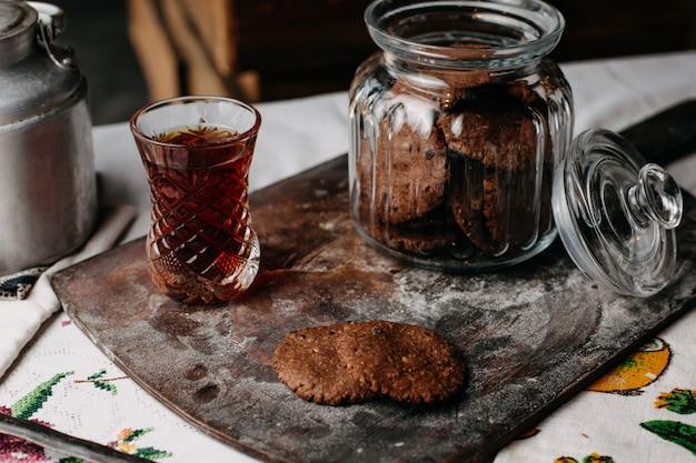 Hora do chá com biscoitos biscoitos marrom