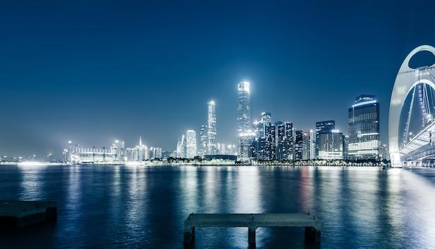Horizonte da cidade de guangzhou e paisagem arquitetônica à noite