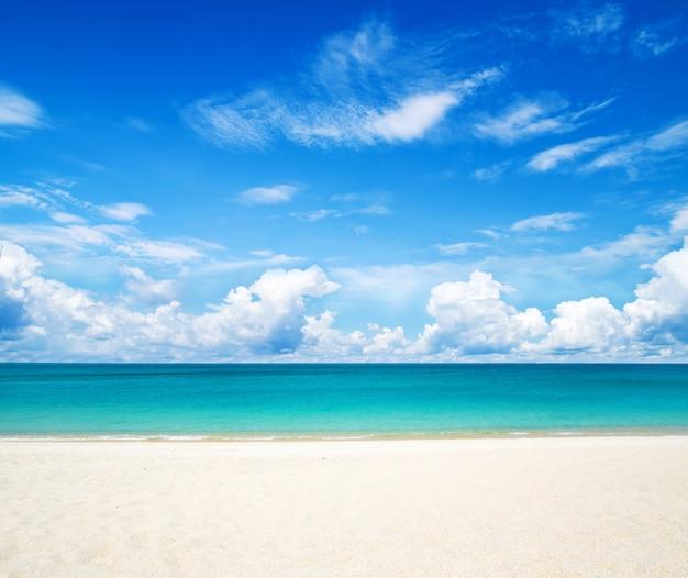 Horizonte do céu, mar e areia