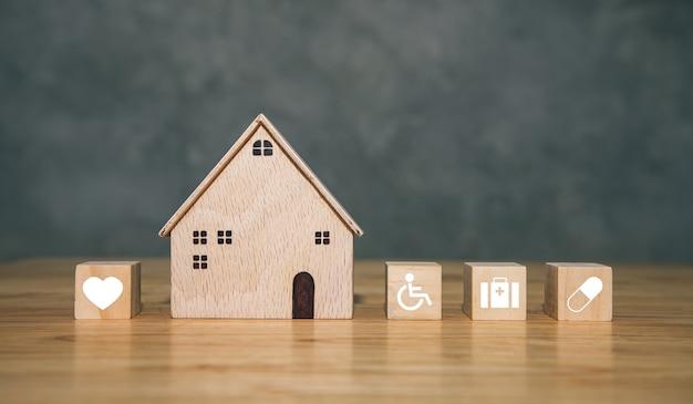 Hospital moderno de madeira com ícone de ilustração saúde médico na mesa com parede de concreto inspiração do conceito de seguro de saúde e novas ideias