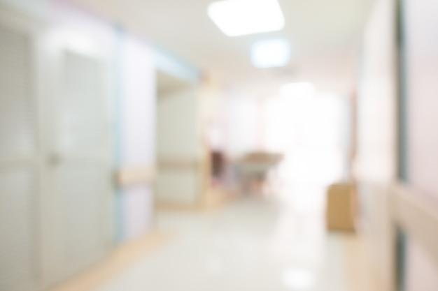 Hospitalar distorcido com corredor vazio