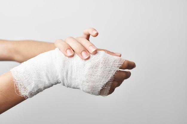 Hospitalização para tratamento de dor de grama enfaixada