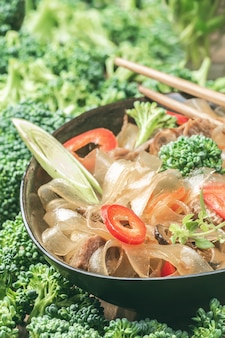 Hot asian picante prato grosso corta vidro macarrão mung fungosa feijão em molho agridoce