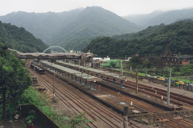 Houtong station é uma estação ferroviária na administração ferroviária de taiwan (tra)