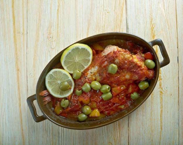 Huachinango a la veracruzana - prato clássico de peixe estilo veracruz red snapper de veracruz, méxico.