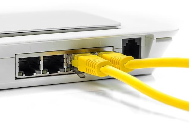 Hub de rede do roteador do modem com conexão por cabo