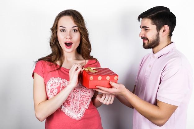 Hug surpresa dar vermelho