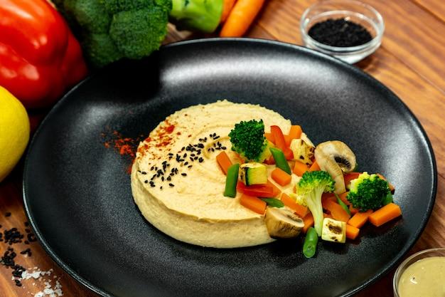 Hummus com legumes