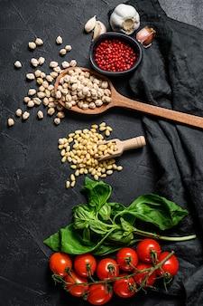 Hummus ingredientes, alho, grão de bico, pinhões, manjericão, pimenta.