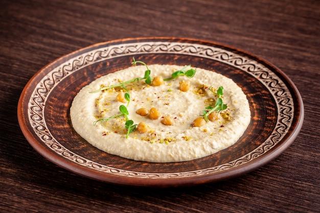 Hummus oriental com gergelim grelhado