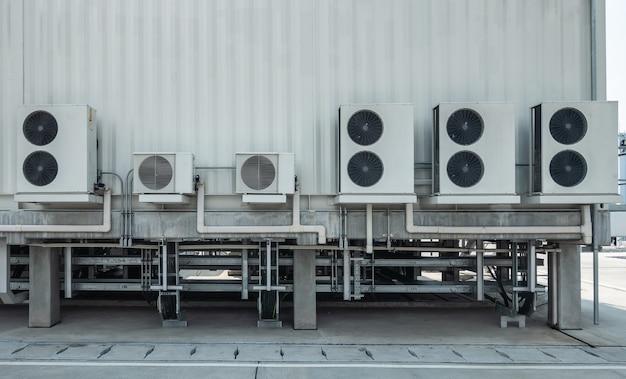 Hvac (aquecimento, ventilação e ar condicionado) girando as pás do ventilador de ventilação industrial