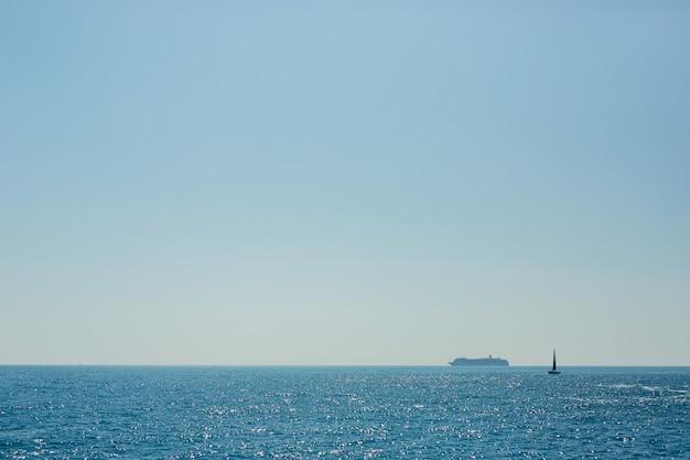 Iate no mar adriático negro
