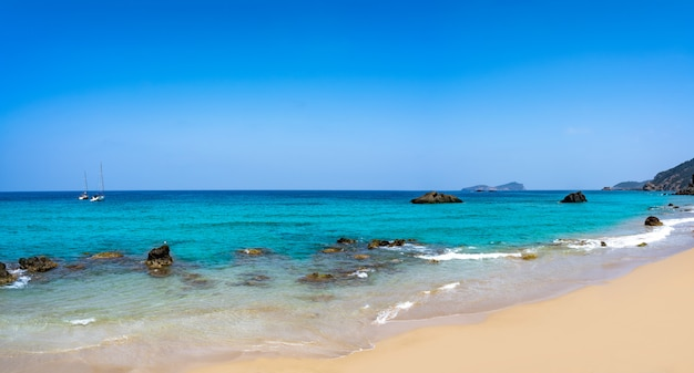 Ibiza praia aigua blanca em santa eulalia