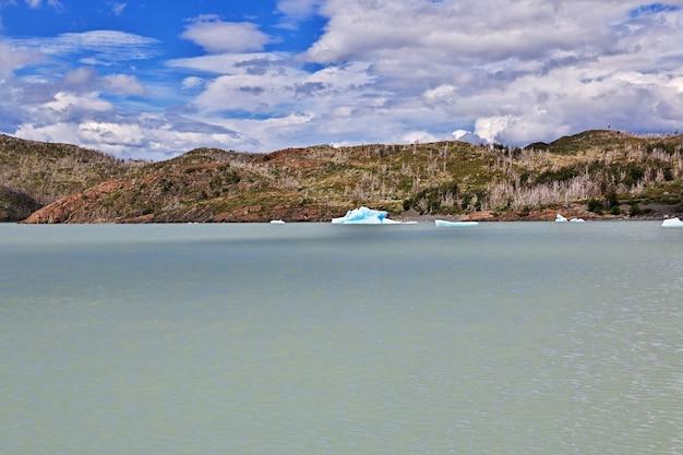 Iceberg no lago grey, parque nacional torres del paine, patagonia, chile
