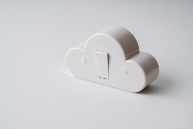 Ícone da tecnologia da nuvem em fundo colorido & criativo para o conceito de negócios globais