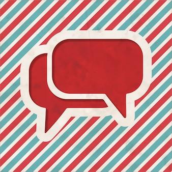 Ícone de bolha do discurso sobre fundo listrado de vermelho e azul. conceito vintage em design plano.