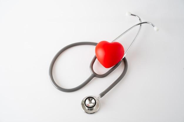 Ícone de coração e estetoscópio, conceito médico e de cuidados de saúde