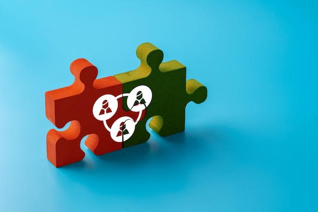 Ícone de negócios e rh no quebra-cabeça colorido