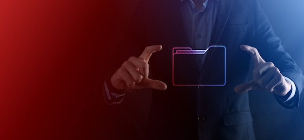 Ícone de pasta de espera do empresário. sistema de gerenciamento de documentos ou dms configurado por consultor de ti com computador moderno pesquisando informações de gerenciamento e arquivos corporativos. processamento de negócios,
