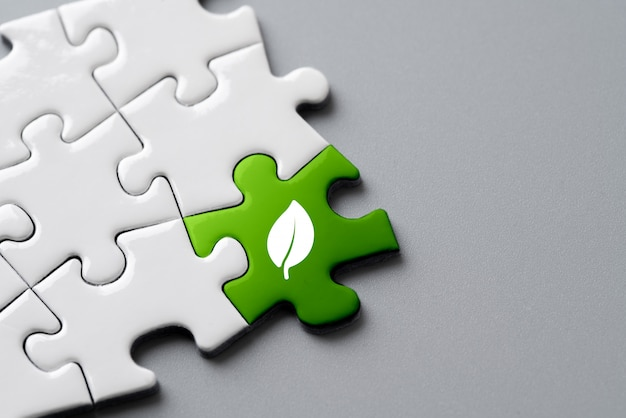 Ícone de reciclagem no quebra-cabeças para eco & verde