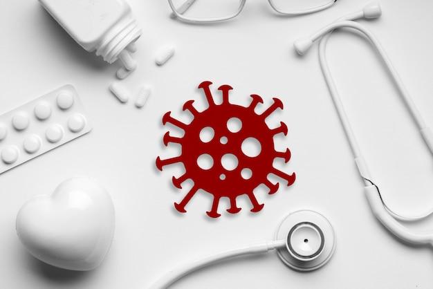 Ícone de vírus covid 19 ou corona na vista superior de equipamentos médicos
