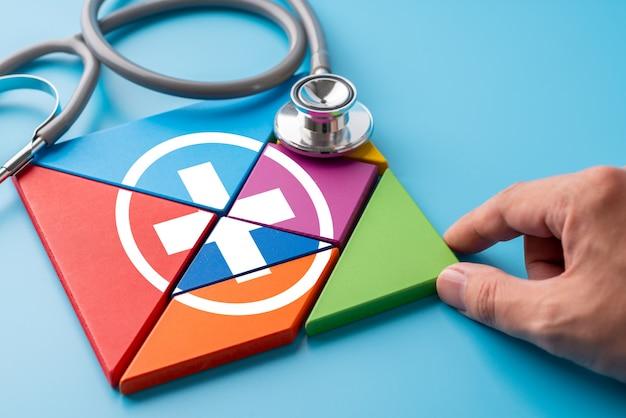 Ícone médico no quebra-cabeça