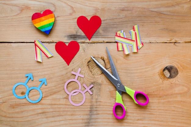 Ícones de casais homossexuais com corações e arco-íris