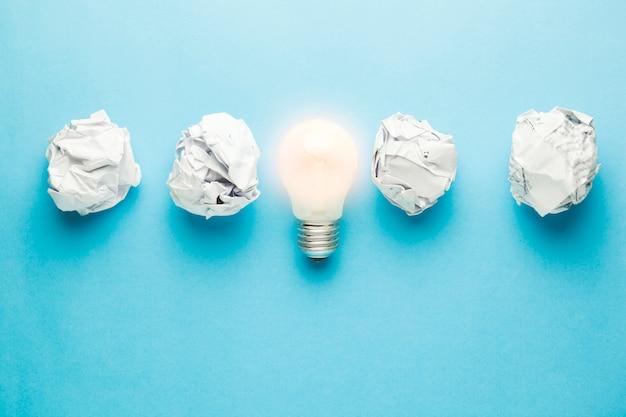 Ideia com papel amassado