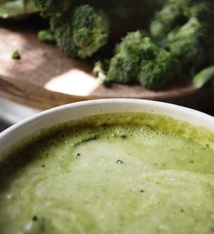 Idéia da receita da fotografia da comida da sopa dos bróculos