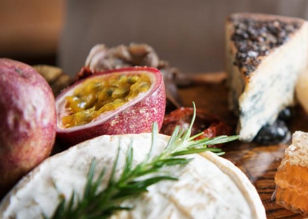 Idéia da receita da fotografia do alimento da placa do queijo