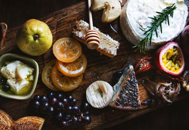 Idéia da receita da fotografia do alimento do prato do queijo